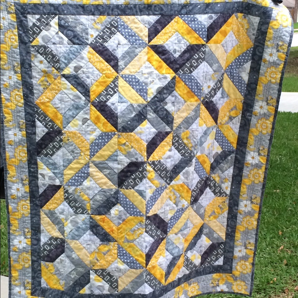 Lattice in gray and yellow
