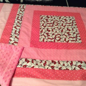Baby quilt with cuddle fabric backing