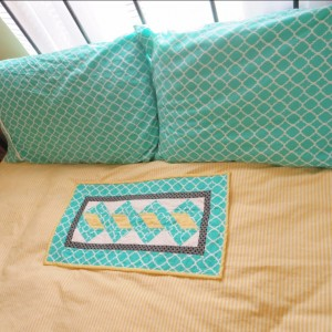 Table runner and pillowcases