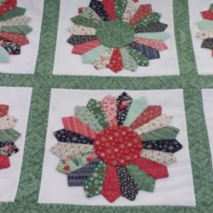 Christmas Dresden Plates Throw