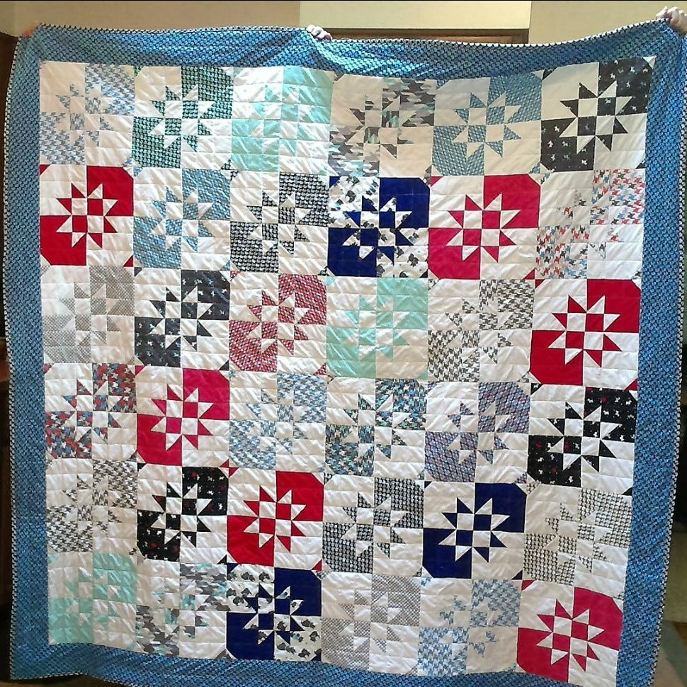 Aunt Dot's Scotty Disappearing Hourglass quilt