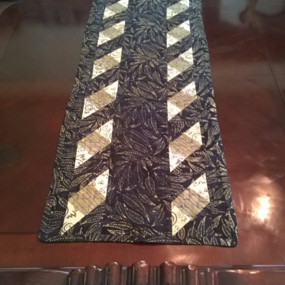 Ribbons N Leaves Table Runner