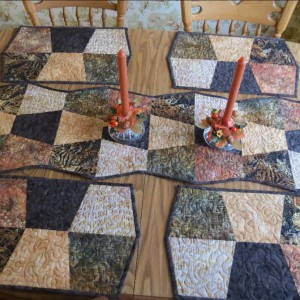 Tumbler table runner and placemats