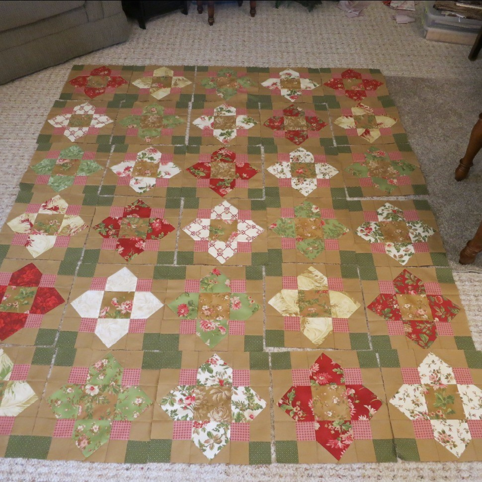 Christmas in July Quatrefoil